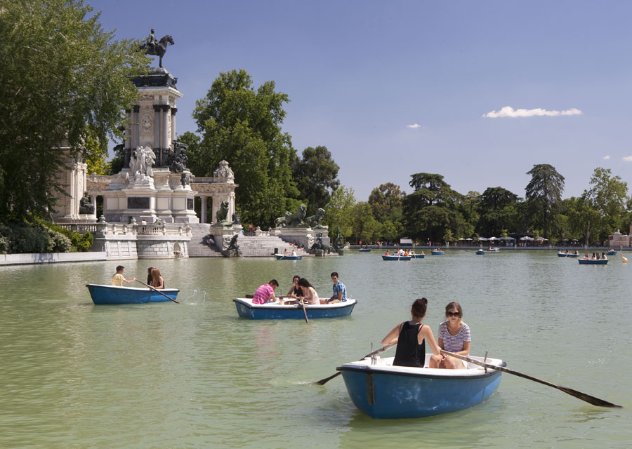 Boating at Parque del Buen Retiro
