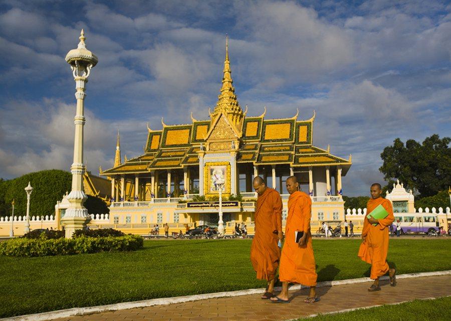 Bildergebnis für royal palace phnom penh